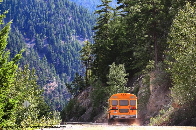 Bus sur la Hwy 20,The Hill,Bella Coola,British Columbia,Canada