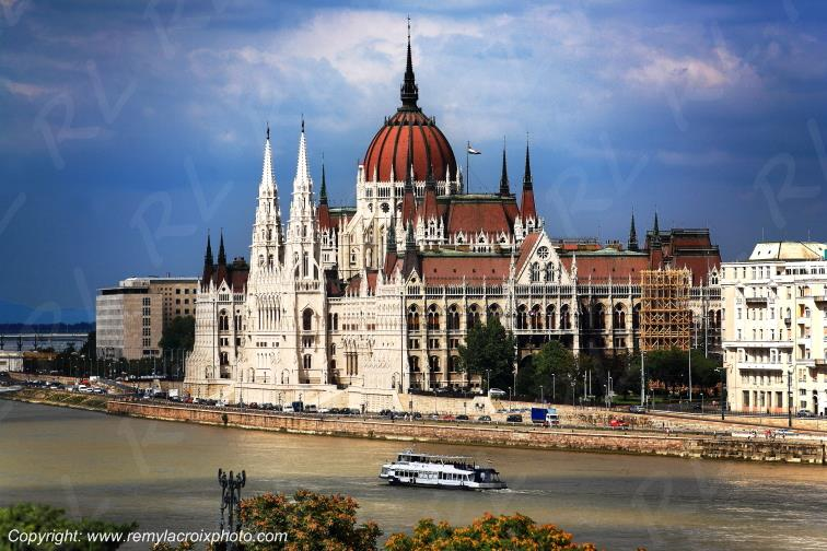 Budapest Parlement Danube Hongrie Hungary www.remylacroixphoto.com