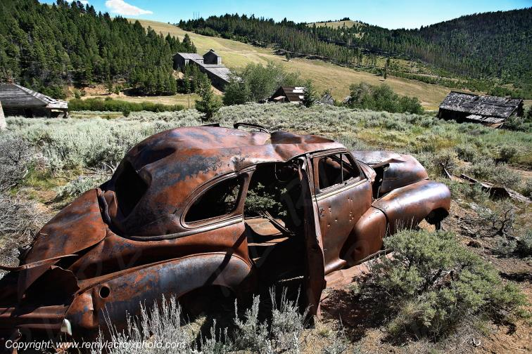 American classic car wreck Comet Ghost Town Montana USA www.remylacroixphoto.com #wreck #montana #comet #ghosttown